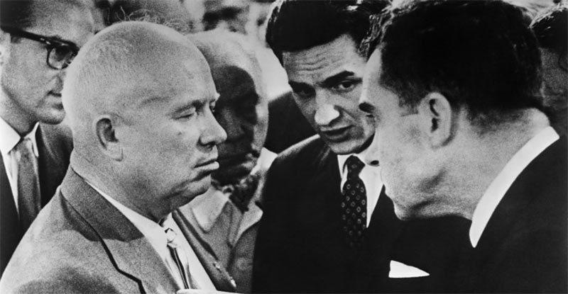 Ngày này năm xưa: Xô-Mỹ tranh cãi nảy lửa