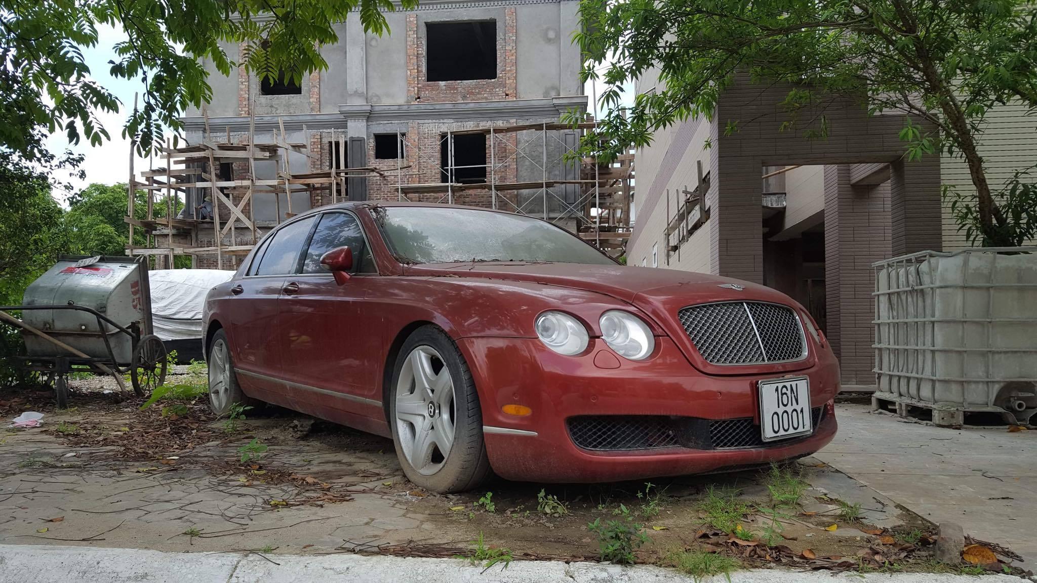 Bentley tiền tỷ biển chất của đại gia Hải Phòng nằm phủ bụi ở vỉa hè