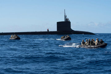 Cận cảnh lính đặc nhiệm tổ chức tập kích từ tàu ngầm