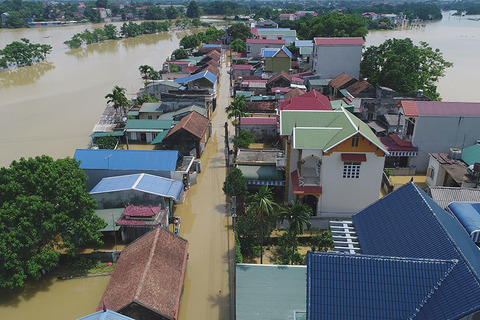 ngập lụt, dân chèo thuyền Hà Nội