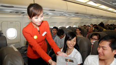Khách đánh vào đầu tiếp viên hàng không vì 3 kiện hành lý xách tay