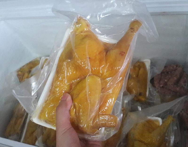Bí ẩn nguồn gốc gà ủ muối hoa tiêu rẻ đến mức đáng ngờ