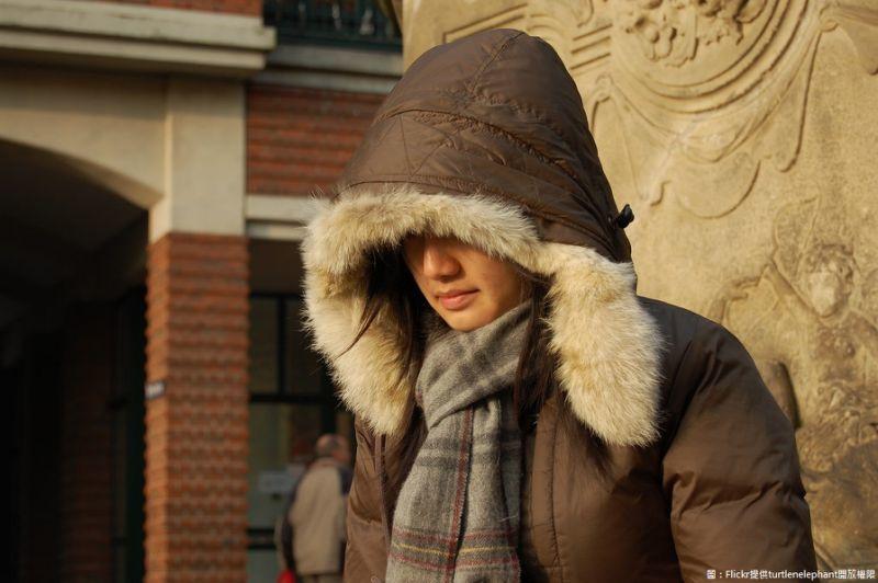 Căn bệnh lạ khiến người phụ nữ mặc 8 cái áo len giữa mùa hè vẫn thấy lạnh