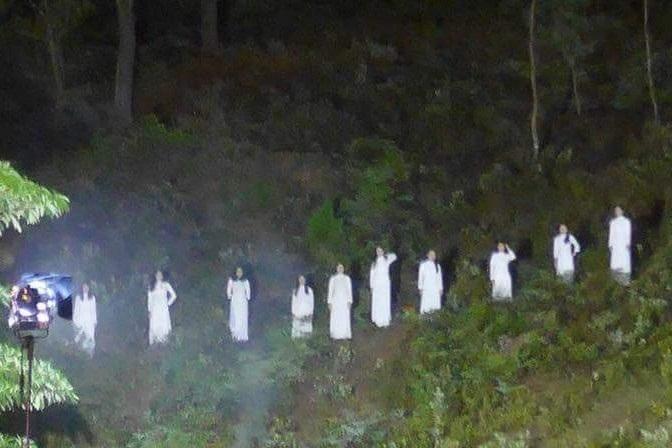 Hà Tĩnh lên tiếng về hình ảnh 10 cô gái mặc áo trắng gây tranh cãi