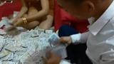 'Phong bì' bằng cả thùng tiền lẻ, quà mừng cưới có tâm của hội bạn lầy lội