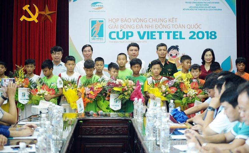 """""""Săn"""" Quang Hải, Xuân Trường mới cho bóng đá Việt"""