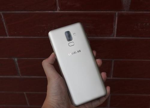 Những lý do chọn mua smartphone tầm trung Galaxy J8