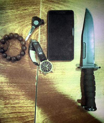 Chặn bắt 2 người mang dao găm vào sân bay Tân Sơn Nhất
