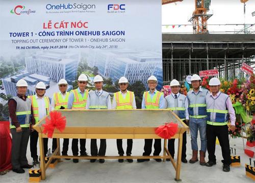 Cất nóc Tháp Văn phòng dự án OneHub Saigon