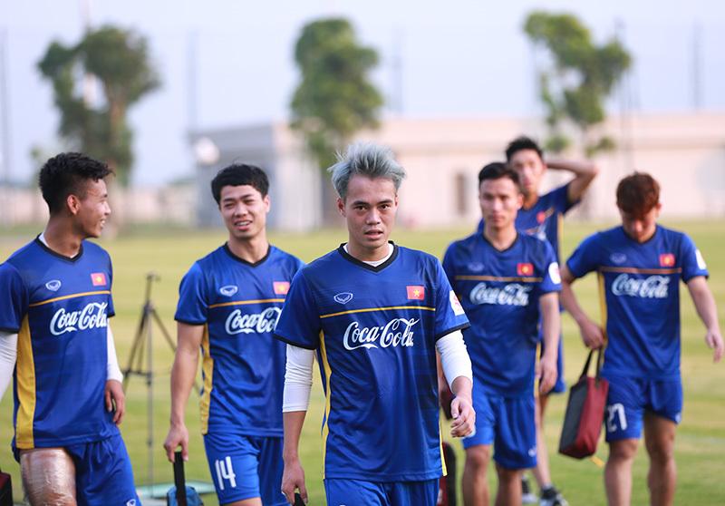 Công Phượng chấn thương, thẫn thờ nhìn Olympic Việt Nam 'luyện công'