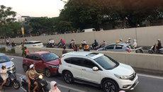 3 ô tô dồn toa xuống hầm Kim Liên, giao thông tắc nghẽn