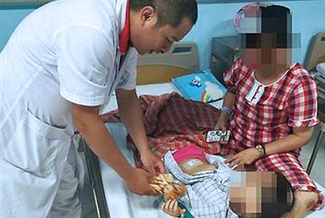 Bé gái 3 tuổi kêu đau bụng, đưa đi khám bàng hoàng biết mắc bệnh người lớn