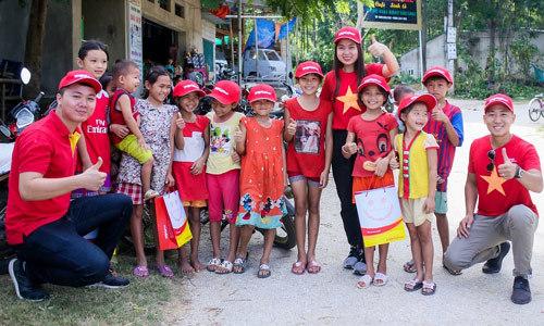 Vietjet tri ân gia đình chính sách ở Mường Lát