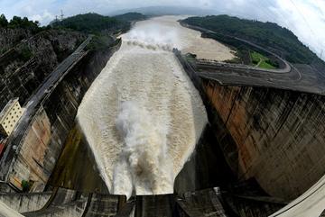 Những chuyện chưa từng biết đằng sau đập thủy điện Hòa Bình và Sơn La