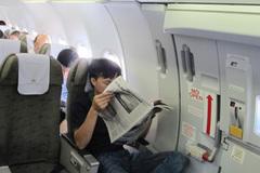 Tiếp viên phát hoảng thấy nam thanh niên mở cửa thoát hiểm máy bay