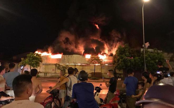 Cháy dữ dội chợ Gạo ở TP Hưng Yên