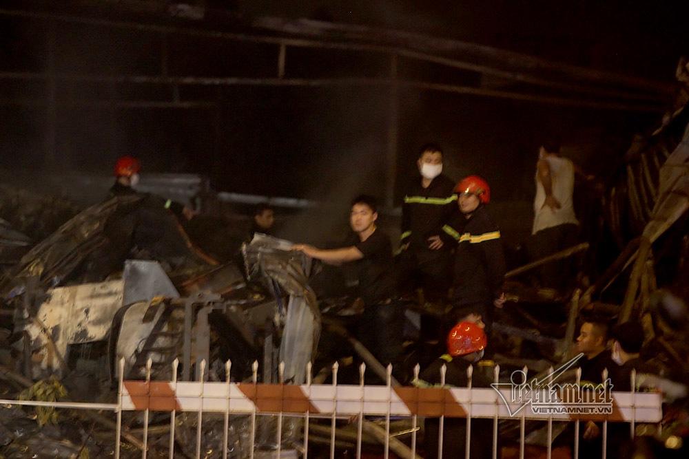 Cháy dữ dội chợ Gạo: Đêm hoang tàn, lửa chực bùng phát trở lại