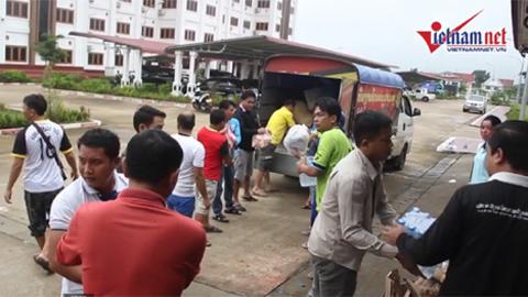 Hàng cứu trợ ở Lào