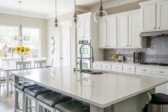 Những yếu tố màu sắc và vật liệu bạn cần biết trong phong thuỷ nhà bếp