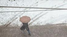 Tuyết bất thường phủ kín thành phố của Nga ngay giữa mùa hè