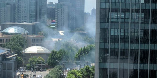 Nổ rung chuyển Bắc Kinh, khói mù mịt