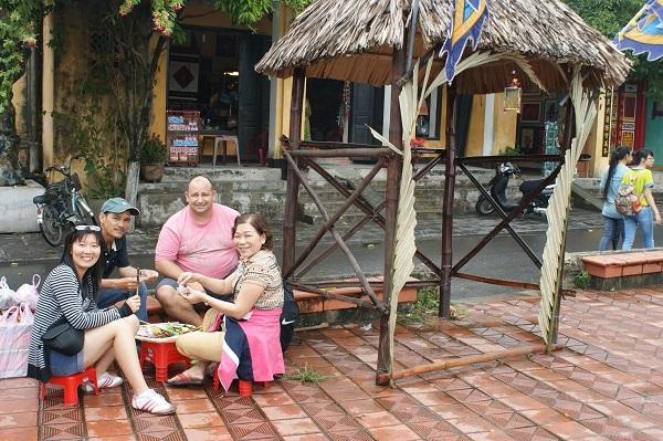 Món quà 3 nghìn đô và chuyện tình bất ngờ của nữ Việt kiều