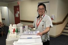 Nước mắt và nụ cười của cô gái mồ côi Việt Nam trên đất Úc