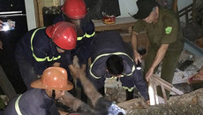 Tảng đá 10 tấn từ trên núi lăn sập nhà dân, 1 người chết