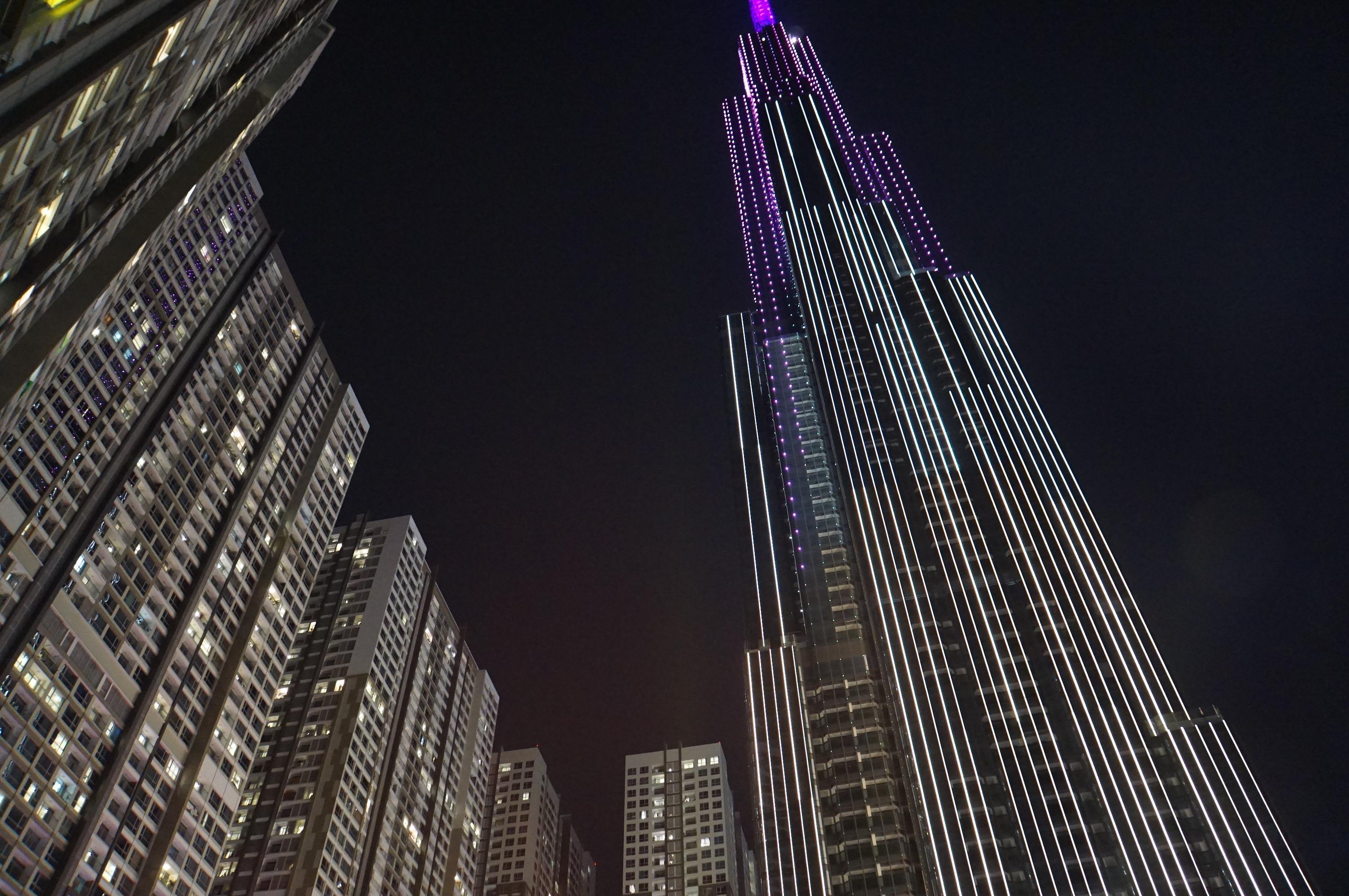 Tòa nhà cao nhất Việt Nam, biểu tượng mới của Sài Gòn lung linh về đêm