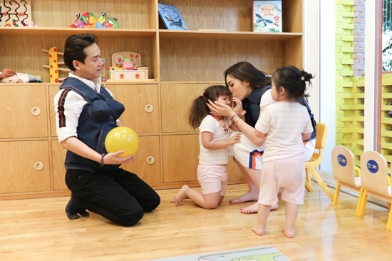 Trấn Thành nổi hứng muốn có con khi gặp bé 'Thánh hỏi'