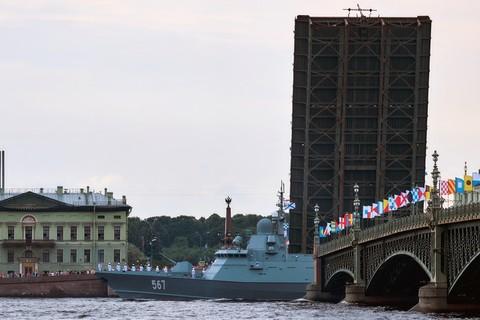 tàu chiến Nga chuẩn bị duyệt binh