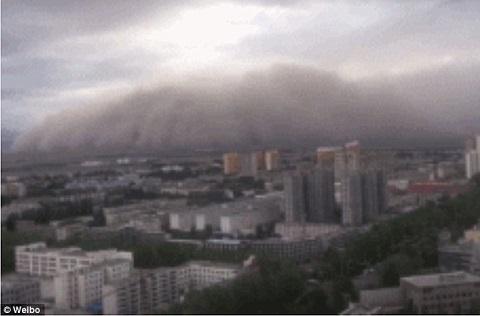 bão cát nuốt chửng thành phố