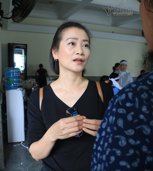 Chi Bảo, Thành Lộc nghẹn ngào viếng NSƯT Thanh Hoàng