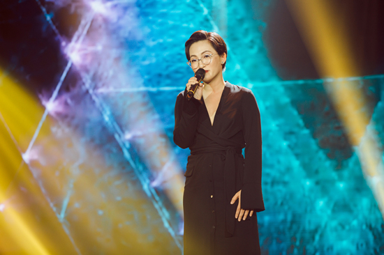 Noo Phước Thịnh ôm chặt Lam Trường trên sân khấu