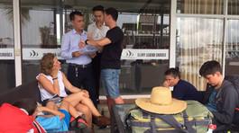 Bị lừa tour vịnh Hạ Long, gia đình Tây Ban Nha bất ngờ được 'giải cứu'