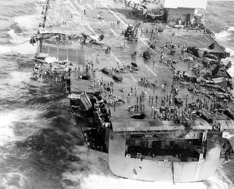 Ngày này năm xưa: Siêu tàu Mỹ rực cháy ở ngoài khơi Việt Nam