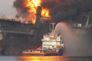 Ngày này năm xưa: Mẫu hạm Mỹ rực cháy ngoài khơi Việt Nam