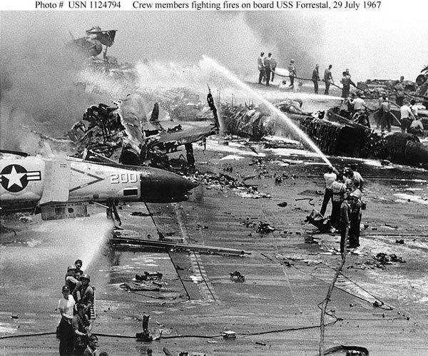 tàu sân bay,tàu chiến Mỹ,USS Forrestal,Việt Nam,rực cháy