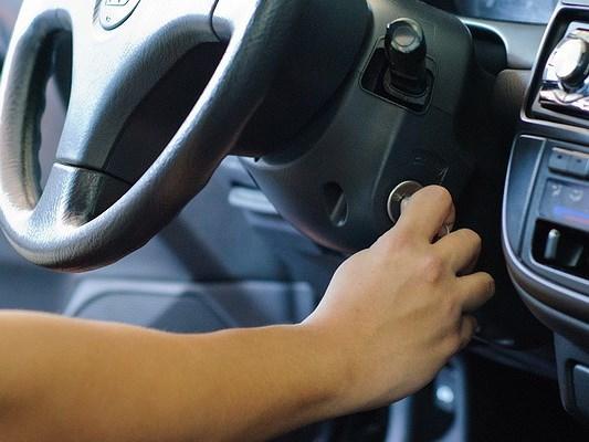 4 bước xử lý khi bị kẹt chân côn xe ô tô