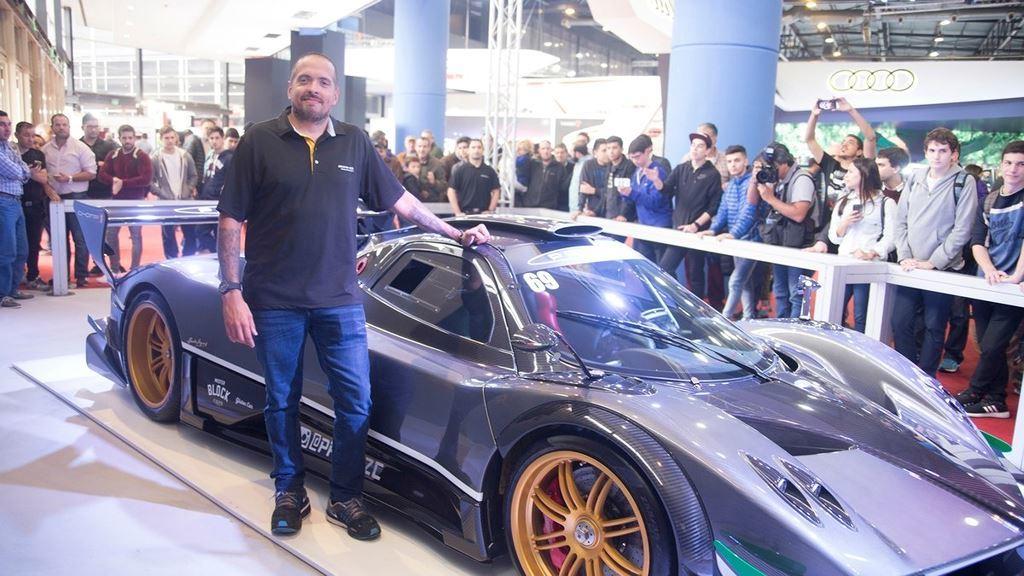 Tay chơi Argentina treo siêu xe Pagani triệu đô làm tranh trong nhà