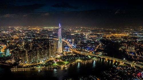 Mãn nhãn sự kiện thắp sáng tòa tháp cao nhất Việt Nam