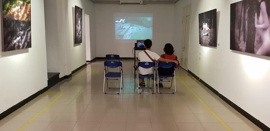 Giá 'bèo' cho hình khỏa thân hậu triển lãm ảnh nude đầu tiên ở Hà Nội