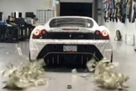 Màn rải tiền mặt bằng siêu xe Ferrari của Hội con nhà giàu London