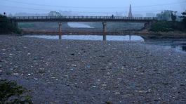Dự án gần 700 tỷ chậm tiến độ, 'dòng sông chết' vì ô nhiễm