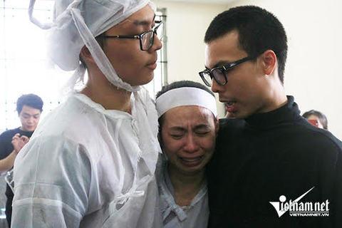 Giây phút xúc động khi con trai cả về chịu tang cố nghệ sĩ Thanh Hoàng