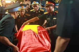 Vụ máy bay rơi: Quê nhà khắc khoải đón liệt sĩ phi công Phạm Giang Nam