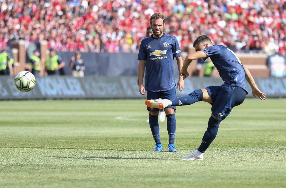 Hàng thủ hớ hênh, MU thảm bại trước Liverpool