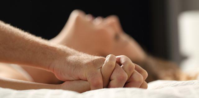 Đang 'yêu' cuồng nhiệt với chồng, người phụ nữ bất ngờ phải nhập viện