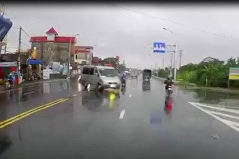 Hãy thận trọng gấp đôi khi đi xe trời mưa!