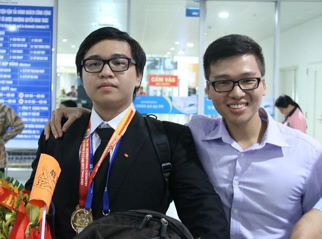 Nam sinh với 'cú đúp' Huy chương Vàng Olympic quốc tế